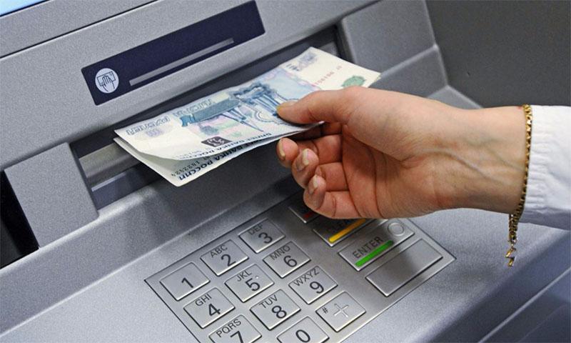 Снятие наличных по кредитной карте чаще всего не выгодно из-за дополнительной комиссии и отсутствия беспроцентного периода